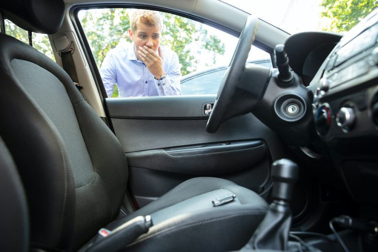 Locksmith for automobile lockout