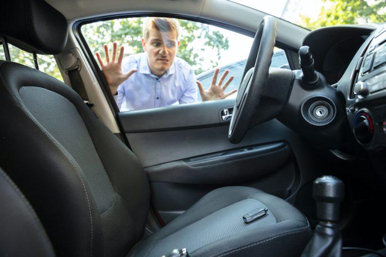 Locksmith for vehicle lockout